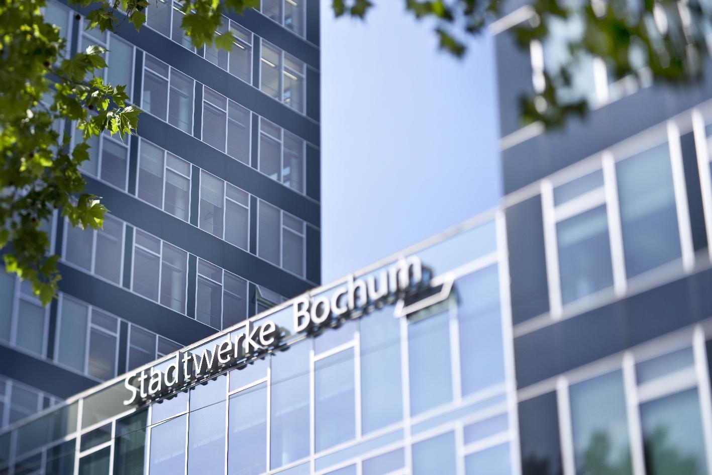 """Die Stadtwerke beteiligen sich ebenfalls an unserer Aktion """"Bochum leuchtet grün""""."""